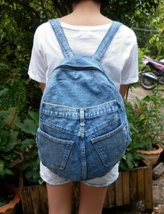 Recycled Demin Jeans Rugs | Free Template from AuctionInsights.info Denim Tote Bags, Denim Purse, Blue Khakis, Blue Denim, Jean Backpack, Bags For Teens, Old Jeans, Recycled Denim, Fabric Bags