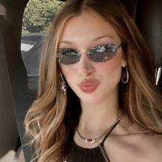 Bella Gigi Hadid, Bella Hadid Outfits, Isabella Hadid, Estilo Kylie Jenner, Aesthetic Girl, Beautiful People, Sunglasses Women, Girls, Models
