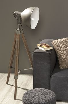 Vloerlamp, lamp, licht, verlichting, light, lighting, Kwantum Lighting Design, Lamp Design, Living Room Flooring, Living Room Decor, Highlights, Corner Lamp, Wooden Floor Lamps, Tripod Lamp, Room Lights