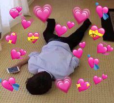 Meme Faces Discover 𝐖𝐎𝐎𝐅 ʸᵉᵒⁿʲᵘⁿ a story where a girl finds a cute dog along with a cute boy Sapo Meme, Memes Amor, Memes Lindos, Dankest Memes, Funny Memes, Heart Meme, Current Mood Meme, Heart Emoji, Cute Love Memes