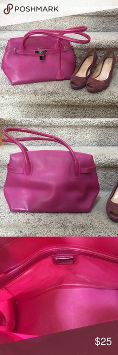Fushia silicon purse by Besso Besso Fushia Purse with lock and key.  Preloved in EUC 22e8cf46587ad