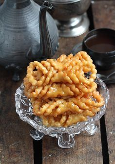 Grewech (Algerian Sweet Pastry) (http://dlicedorient.blogspot.com.ar/2016/06/grewech.html)
