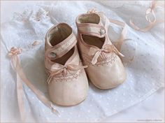 antique pink buttoned baby shoes ... c. 1915. photo ⓒmonica roberts collection