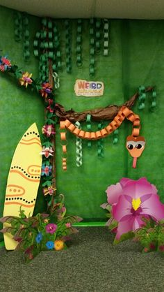 jungle party... love this paper chain snake!