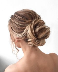 Chignon wedding hairstyle ideas | Updo bridal hairstyle ideas #weddinghair #updo #chignon #messyupdo #messybridalupdo #hairstyleideas #weddinghairinspiration #weddinghairstyle #weddinghairideas #updohairstyle #upstyle #bridalhair