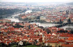 Друзья, если вы окажетесь в Праге до 30 июня, ни за что не упустите возможность удивить себя и своих друзей! Можно потратить время и деньги на очередной музей или замок, поставить галочку,  сделать стандартные фото и забыть через неделю - другую. А можно забронировать полет на частном самолете, поучаствовать в управлении, послушать чудесный рассказ,  полюбоваться крутыми видами и пообщаться с интересным человеком, который ориентируется на местности и  расскажет что-то такое, что вы не…
