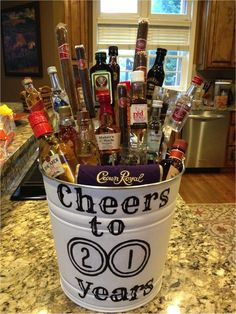 35 Easy DIY Gift Ideas People Actually Want -- A liquor bouquet! - 35 Easy DIY Gift Ideas People Actually Want — A liquor bouquet! The Effective Pictures We Offer Y - Easy Diy Gifts, Creative Gifts, Homemade Gifts, Cute Gifts, Best Gifts, Creative Ideas, Liquor Bouquet, Mini Alcohol Bouquet, Beer Bouquet