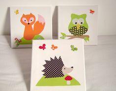 Drei Bilder fürs Kinder- oder Babyzimmer  Drei weiße Keilrahmen mit verschiedenen Waldtier- Motiven:  Eule auf dem Ast, Igel mit einem Fliegenpilz und Schmetterlingen und Fuchs auf der...