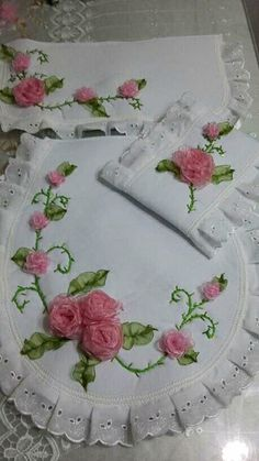 Very Pretty i Embroidery Bags, Silk Ribbon Embroidery, Machine Embroidery Designs, Embroidery Stitches, Embroidery Patterns, Diy And Crafts, Arts And Crafts, Bathroom Crafts, Diy Cushion