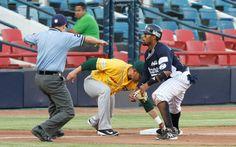 @Sultanes de Monterrey  5-7 Olmecas 23/04/14 Foto: Roberto Alanís