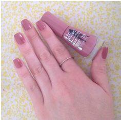O Esmalte Bourjois So Laque Ultra Shine Beige Glamour possui fórmula especial que garante força e resistência para suas unhas, além disso, a cor é linda e super delicada!!! Garanta já o seu aqui: www.lojadeesmaltes.com.br