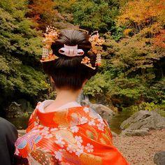 今日は久々に新日本髪結いでした お顔小さいし、柴咲コウ似のとてもキレイな新婦様だったので、とてもお似合いでした! 色打ち×洋髪も可愛いけど、やっぱり新日本髪素敵やなぁ~♪♪♪ #新日本髪#日本髪#地毛結い#和髪#和装#結婚式#前撮り#プレ花嫁#着物#色打ち掛け#色打掛#かんざし#ヘアセット#ヘアメイク#ヘアアレンジ#hairstyle#hairarrange#hair#紅葉