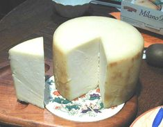 How To Make Basic Hard Cheese At Home - http://www.ecosnippets.com/food-drink/how-to-make-basic-hard-cheese-at-home/