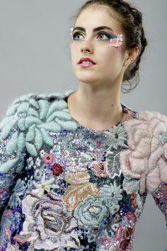Stephanie Cristofaro - Full Bloom. Diplômée de la Central Saint Martins, Stephanie Cristofaro est une touche-à-tout du textile. Avec pour but d'embellir et d'ennoblir la matière textile, la jeune...