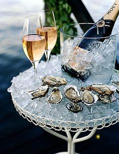 The after party :) oysters & champagne. the flavors are so perfect together Moet Chandon, Don Perignon, Bandeja Bar, Do It Yourself Food, In Vino Veritas, Nouvel An, Sparkling Wine, New Years Eve, Luxury Lifestyle