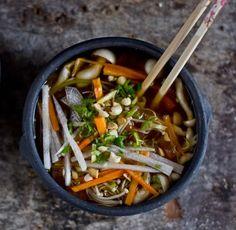 Uma verdadeira experiência para os sentidos esta sopa. Diversa nos sabores e nas qualidades nutricionais