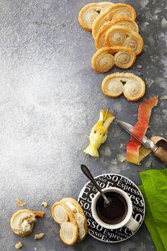 Omenalla ja kermavaahdolla täytetyt palmierit   Jälkiruuat, Makea leivonta   Soppa365 Dairy, Cheese, Baking, Food, Bakken, Essen, Meals, Backen, Yemek