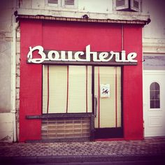 Boucherie. Awesome script typeface. Photo by Aude Buttazzoni.