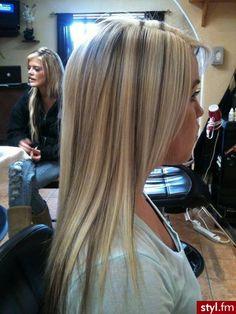 blonde lowlights in brown hair Brown Hair Balayage, Brown Blonde Hair, Blonde Highlights, Love Hair, Gorgeous Hair, Medium Hair Styles, Curly Hair Styles, Short Red Hair, Pretty Hairstyles