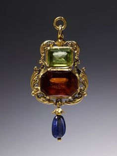 aleyma: Amulet pendant, made in England, 1540-60 (source).