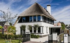 European Style Homes, Spa, Thatched Roof, House Design, Mansions, Dream Houses, Architecture, House Styles, Villas