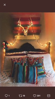 Lights and pillows Dream Bedroom, Home Bedroom, Bedroom Decor, Bedroom Ideas, Western Rooms, Western Decor, Junk Gypsy Bedroom, Gypsy Room, Cowgirl Room