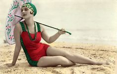 A Dames... perfect swimsuit ensemble.