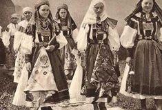O mulţime de obiceiuri ciudate legate de viaţa intimă au fost menţionate de-a lungul secolelor la români. Printre ele se numără tradiţia de nuntă a verificării virginităţii miresei, a implicării naşilor în viaţa intimă a tinerilor căsătoriţi, descântecele şi vrăjile de dragoste şi jocurile erotice. Nasa, Virginia, Painting, Historia, Painting Art, Paintings, Painted Canvas, Drawings