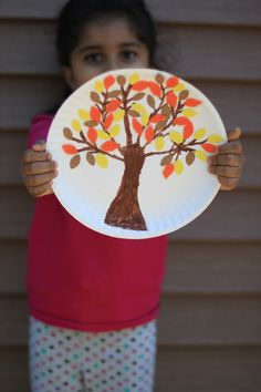You don't need fall foliage to embrace fall colors. This kids craft is a creative way to teach your little ones about the beautiful colors fall has to offer with materials you probably already have at home. Click in for the full instructions.