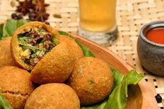 Bolinho de angu recheado com rabada desfiada e agrião - http://chefsdecozinha.com.br/super/receitas/boteco/especial-bolinhos/bolinho-de-angu-recheado-com-rabada-desfiada-e-agriao/ - #Angu, #BolinhoDeRabada, #Boteco, #BrunoDuarte, #Rabada, #Supercgefs