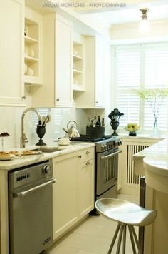 Petite-chic kitchen by Scott Yetman