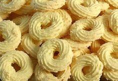 Os Biscoitinho de Coco são perfeitos para o lanche ou para vender em saquinhos. Eles são super fáceis de fazer, econômicos e ficam deliciosos. Além disso,