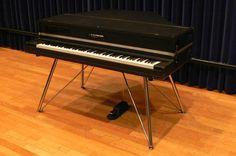 YAMAHA - CP-80M (STUDIO MODEL)   アクションがYAMAHAグランドピアノまんまの改造品。