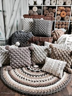 Beautiful textured throw pillows in shades of grey – Knitting Crochet Grey Throw Pillows, Diy Pillows, Decorative Pillows, Crochet Pillow Pattern, Knit Pillow, Bolster Pillow, Crochet Hooks, Knitted Cushions, Knitted Throws