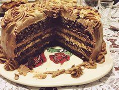 Tort cu crema de cafea si ciocolata   Rețete Papa Bun Romanian Desserts, Cocoa Cake, Dessert Cake Recipes, Mousse, Something Sweet, Let Them Eat Cake, Cake Cookies, Yummy Cakes, Food Inspiration