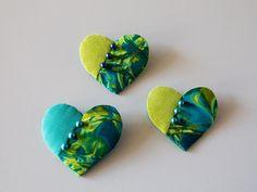 broche hjerte patchwork gratis opskrift skabelon Patchwork Patterns, All Holidays, Homemade Jewelry, Diy Crafts, Holiday Decor, Inspiration, Fused Glass, Quilt Block Patterns, Creative