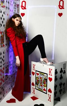 Queen of hearts photoshoot idea with model