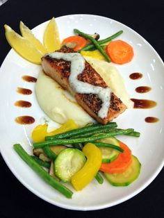When a dish looks good, I can actually feel my appetite increasing. I found it interesting when one of the chefs from Unilever Food Solutions demonstrated the different styles of plating and divulged the trends for food plating.