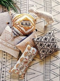 Boho Chic uses a free-spirited and informal feeling in creating a room's look. Here's how you can create a perfect Boho Chic look - inspired just by you. Deco Ethnic Chic, Bohemian Decor, Bohemian Pillows, Boho Throw Pillows, Boho Cushions, Aztec Pillows, Bohemian Fashion, The Design Files, My New Room