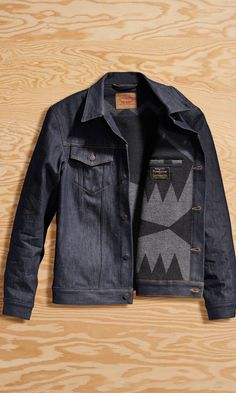 Two iconic American brands come together for a second time. We combined premium Levi's denim and Pendleton Wool with an exclusive collaboration print inspired by Native American designs. This classic trucker is lined with Pendleton wool in a black, navy and gray design through the torso.