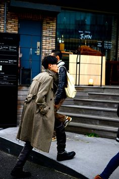•JUNYA WATANABE - Wool trench coat   •ohta - Wool knit   • UNDER COVER - Leather pants   • MIHARA YASUHIRO - Lace-up boots     MODE...