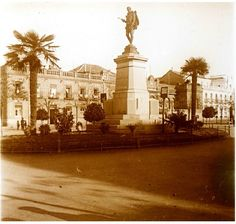 Miguel de Cervantes Estatua de Miguel de Cervantes. Fragmento de estereoscópica de Enrique Soto Hernández, bisabuelo del participante.   Paco Soto de Lanuza 1920 Alcalá de Henares