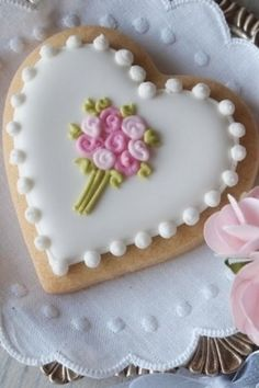 Valentine's Day Heart Bouquet decorated sugar cookie Valentine.  Cookie decorating