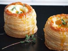 Pasty pastries with Brie Honey and Thyme Flying Foodie. Brie, Vegetarian Recipes, Snack Recipes, Cooking Recipes, Yummy Drinks, Yummy Food, Xmas Food, Easy Snacks, High Tea