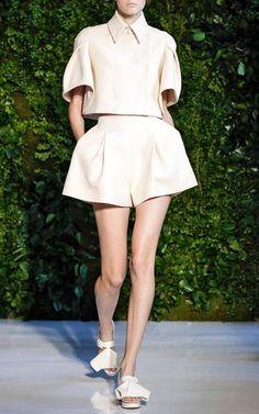 Get inspired and discover Delpozo trunkshow! Shop the latest Delpozo collection at Moda Operandi. Fashion 2020, High Fashion, Womens Fashion, Casual Outfits, Fashion Outfits, Fashion Trends, Mode Top, Fashion Details, Fashion Design