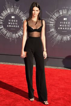 See the 10 best dressed celebrities from last night's VMA's.