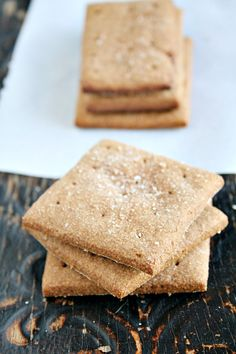 apple cinnamon graham crackers - heathersfrenchpress.com #crackers