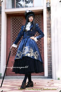 http://colormegoth.tumblr.com/archive    http://25.media.tumblr.com/tumblr_mc1zowWD7U1qgo2zvo1_500.jpg