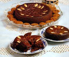 O Bolo de Mel é o mais famoso e antigo na doçaria madeirense, tendo surgido nos tempos áureos da produção de açúcar.Mandava a tradição, qu...
