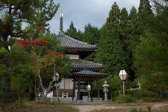 Entrance to a temple in the Kurumadani area of Soraku, Kyoto-fu.